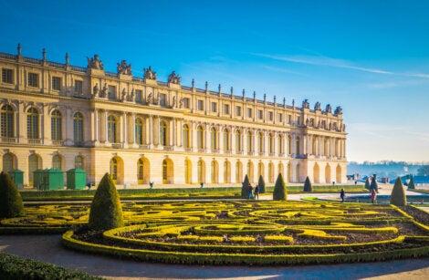 Hermosa vista del Palacio de Versalles, en Francia.