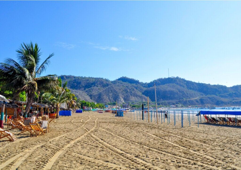 La de Puerto López es una de las principales playas de Manabi, en Ecuador.