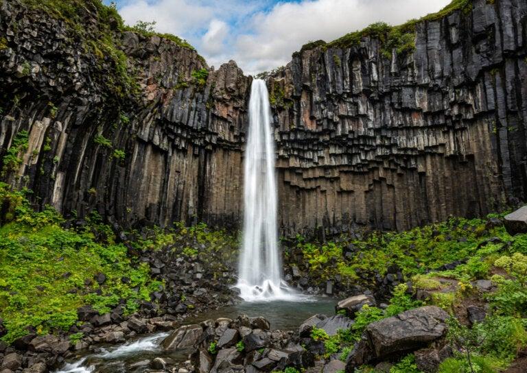 Svartifoss en Islandia: una de las atracciones más populares