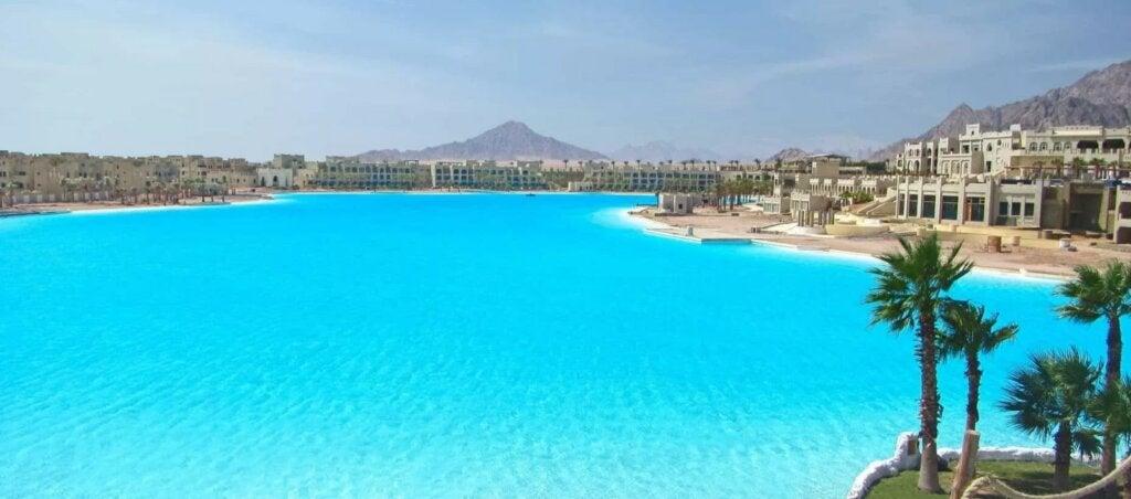 La piscina más grande del mundo es obra de la empresa Crystal Lagoons.