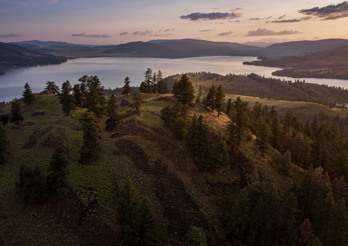 El lago Flathead forma parte de un parque nacional en Montana.