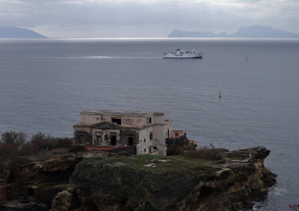 La Isla Gaiola en Napoles posee también una historia oscura.