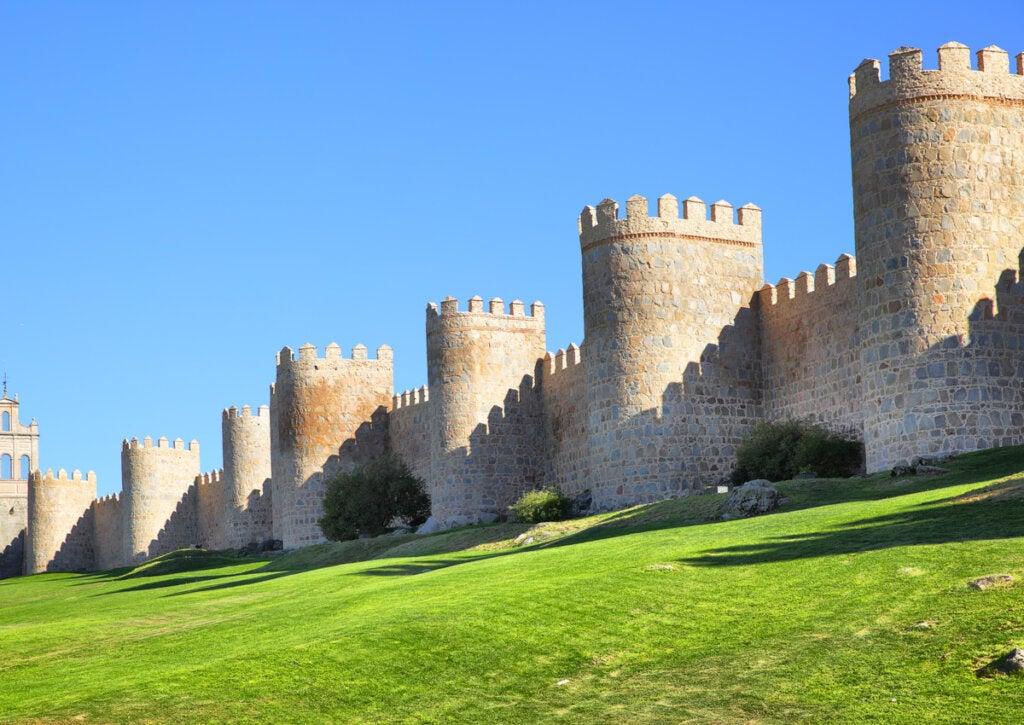 Ávila es una ciudad patrimonio de la humanidad gracias a sus muros medievales.