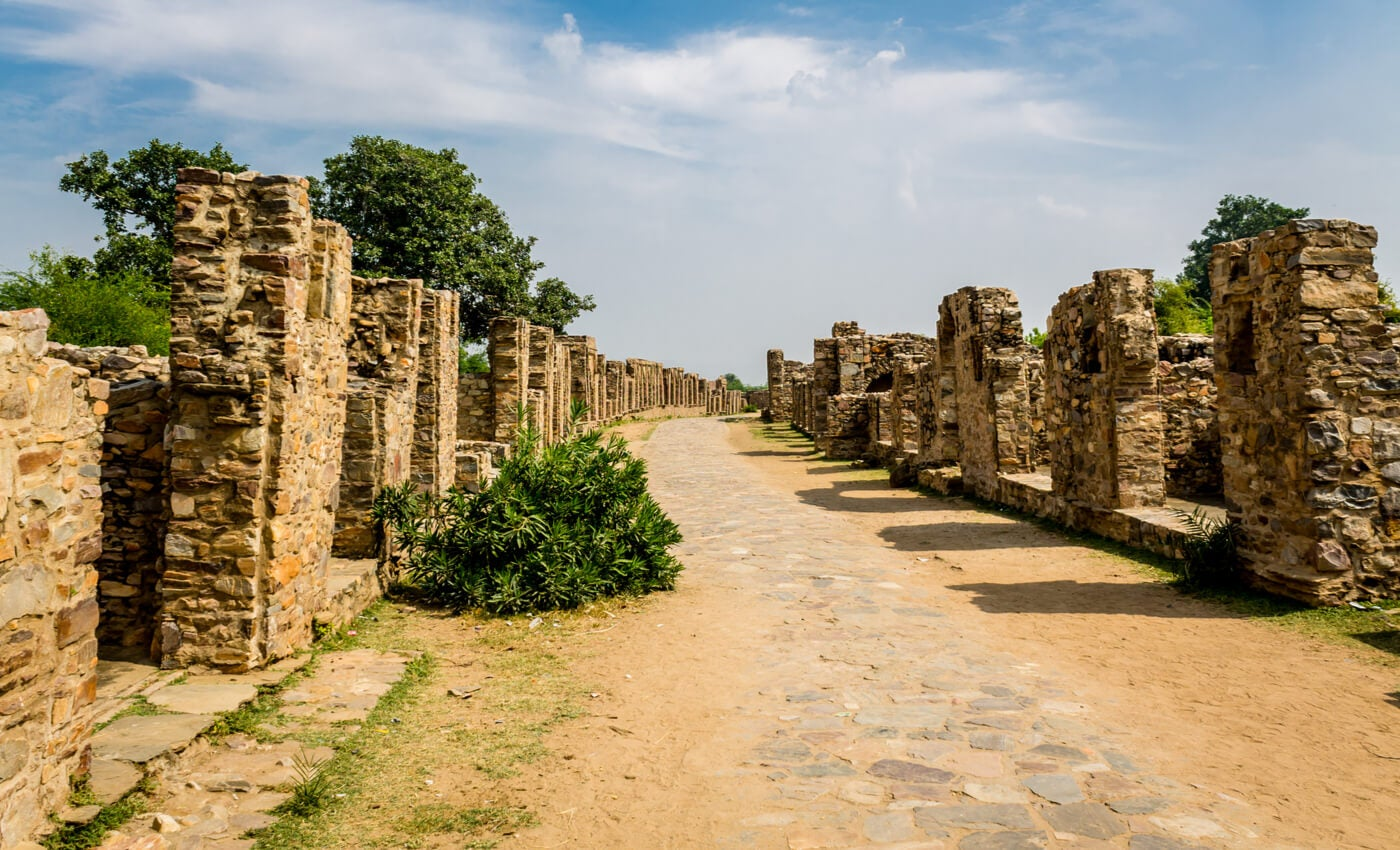 Bhangarh es una de las ciudades abandonadas ubicada en la India.