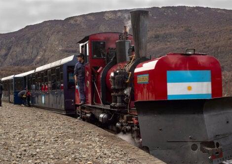 En Ushuaia, es posible subir al Tren del Fin del Mundo.