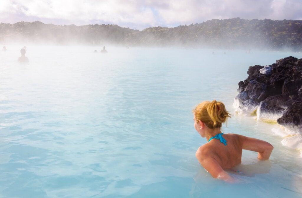 La Laguna Azul es una de las aguas termales en Islandia.