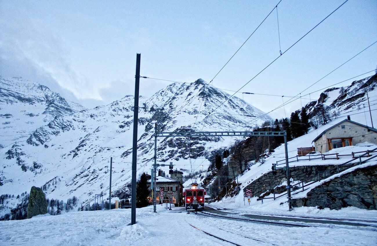 Alp Grum es una estación de tren en las alturas en Graubünden.