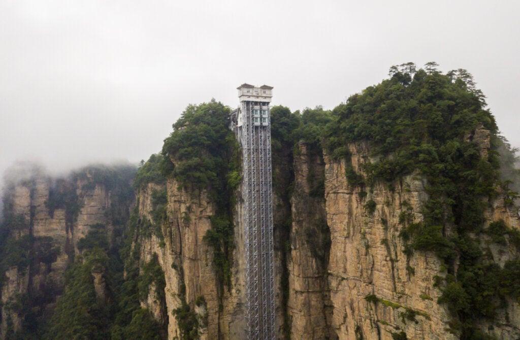 El ascensor Bailong en China es uno de los lugares más altos del planeta.
