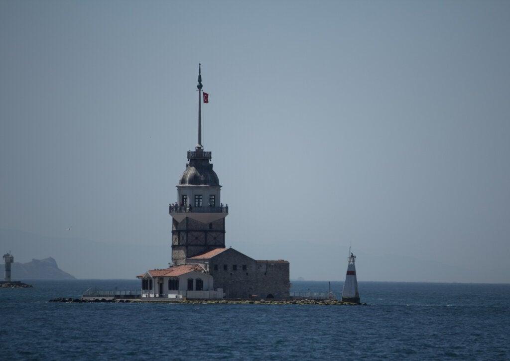 En Turquía, el Faro de Kiz Kulezi esconde una trágica historia.
