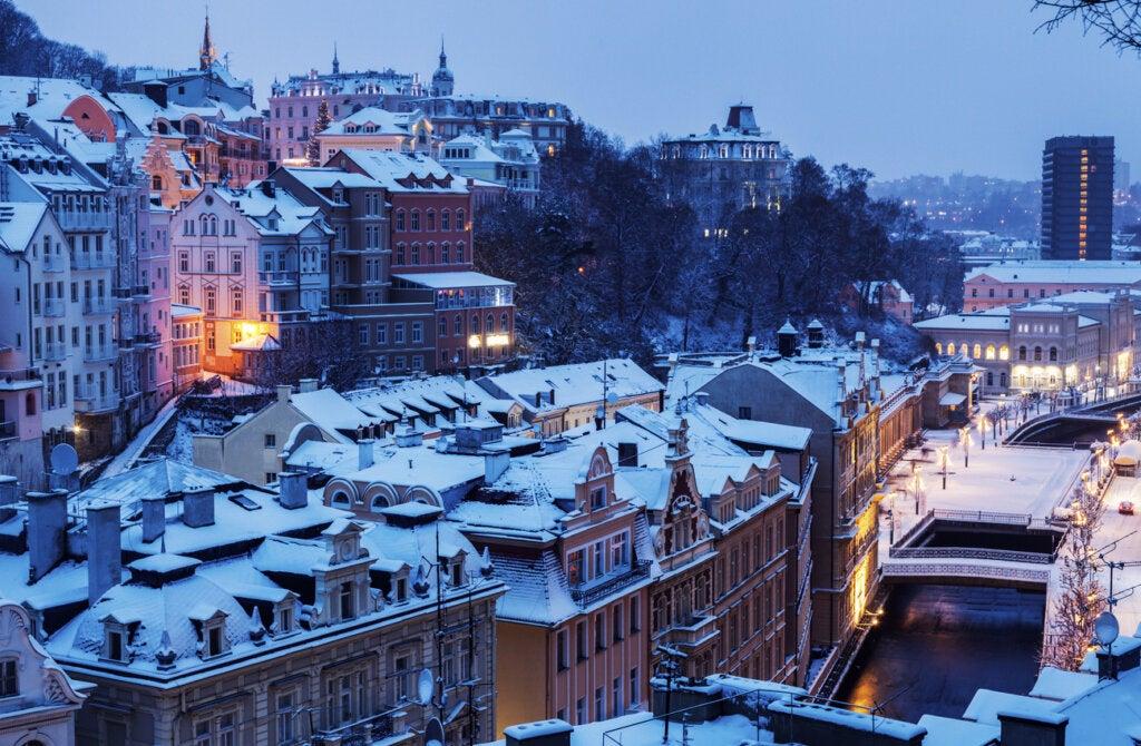 Karlovy Vary es una ciudad checa famosa por sus aguas termales.