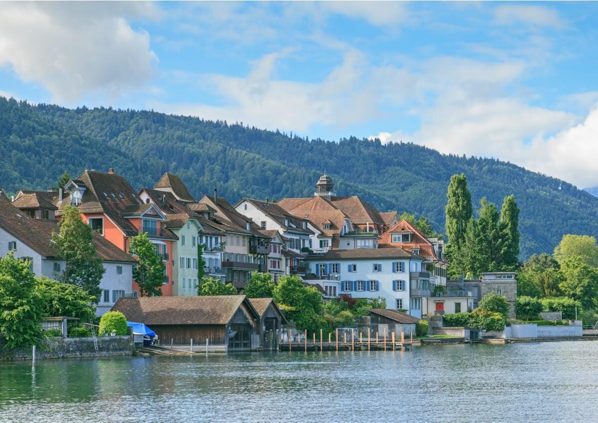 Lago Zug es uno de los más hermosos de Suiza.