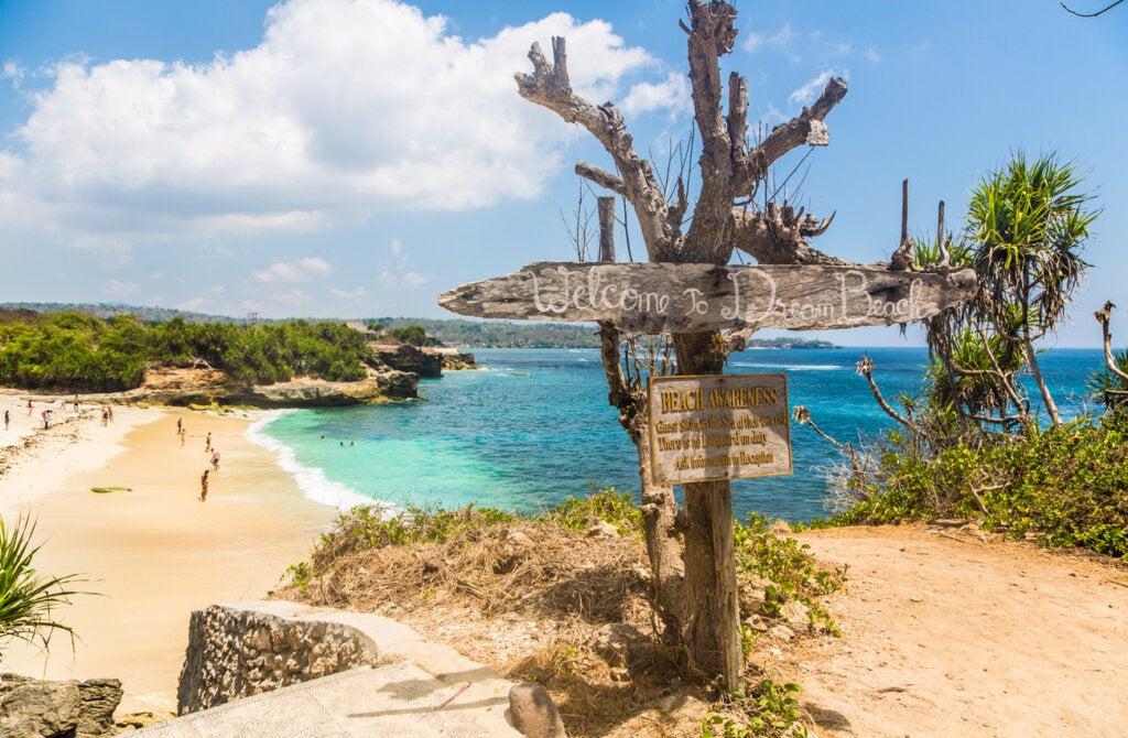 Dream Beach es una de las playas más bellas de las islas Nusa.