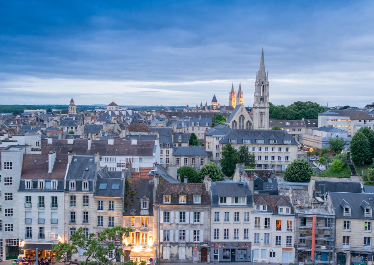 Paisaje de la ciudad de Caen, en Francia.