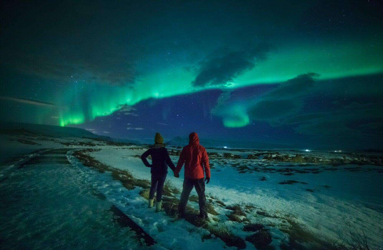 Las auroras boreales son un fenómeno que se puede apreciar en Islandia en invierno.