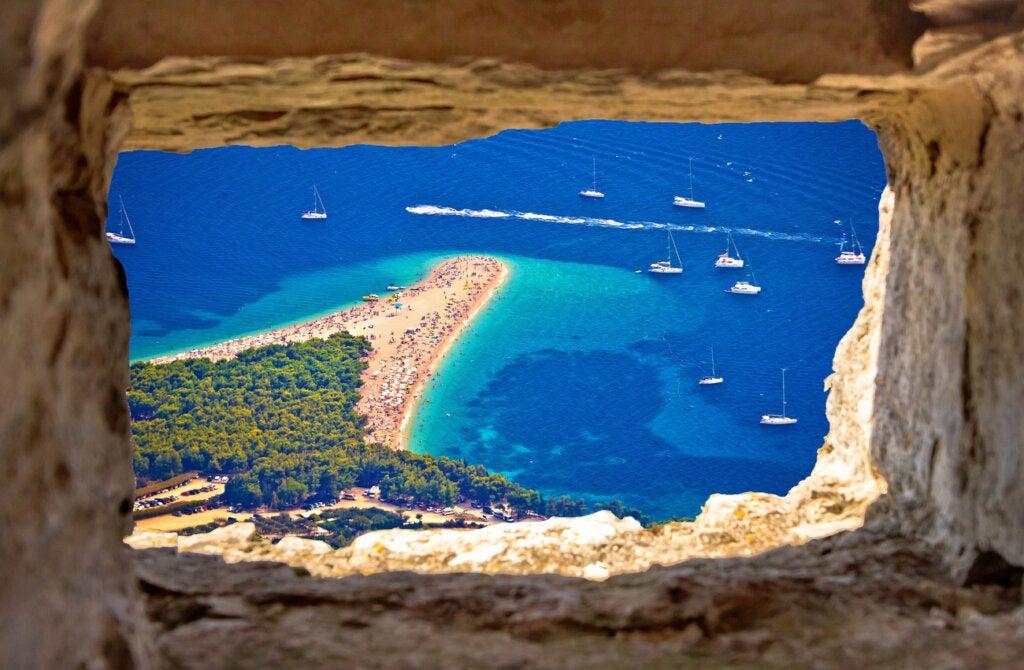La playa Zlatni Rat es una de las más bellas de Croacia.