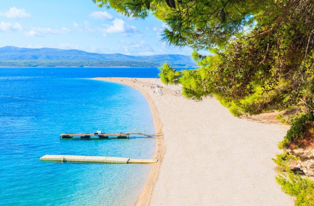 El fenómeno natural de la playa Zlatni Rat en Croacia