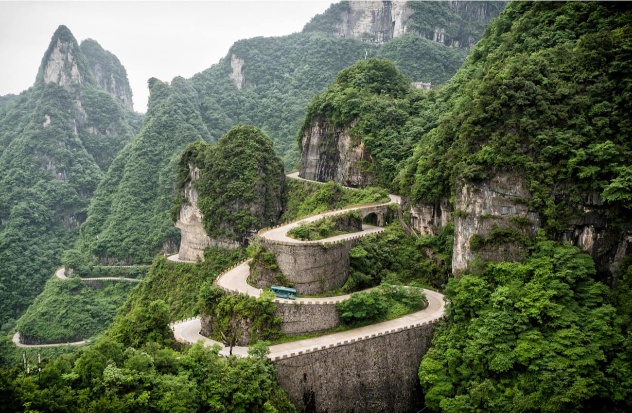 El camino de la fe, en el Parque Nacional Tianmen en China.