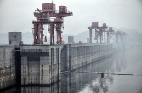 La central hidroeléctrica tres gargantas, en China, es una de las más grandes del mundo.
