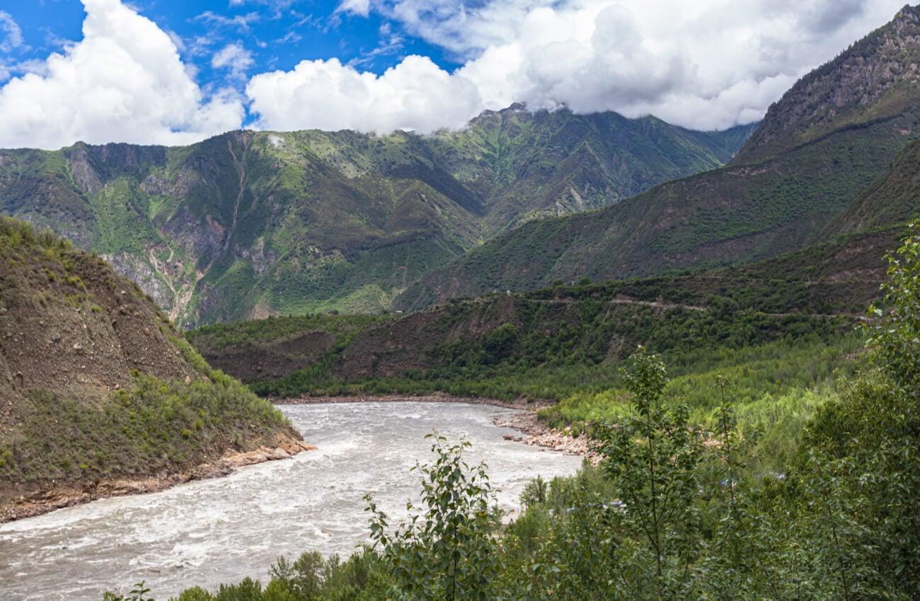 El río Yarlung Tsangpo también es uno de los lugares más altos del mundo.