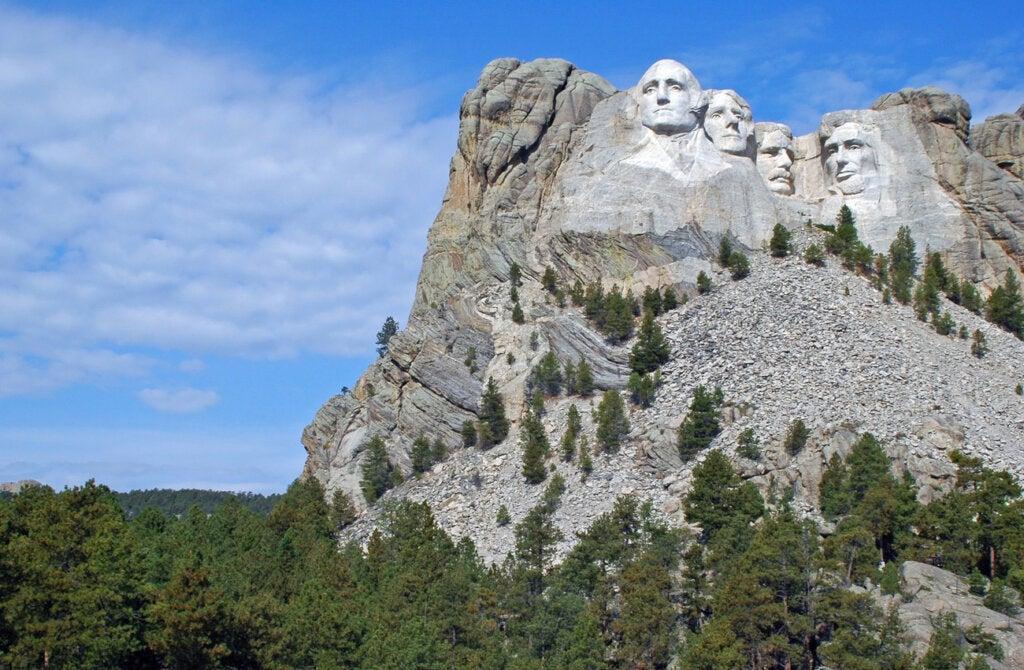 La historia del Monte Rushmore está marcada por la dificultad de su construcción.