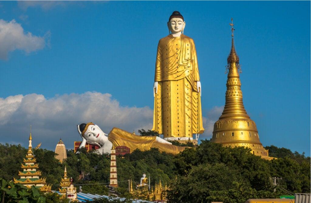 El Buda Gautama de Laykyun Setkyar fue construido a partir de donaciones de los fieles.