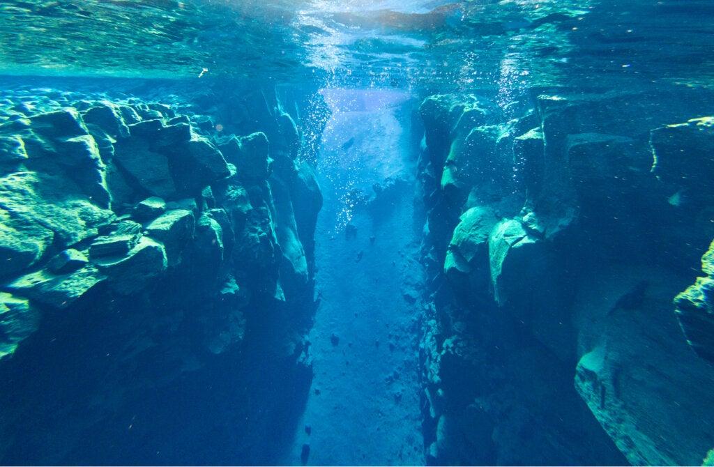 Las placas tectónicas de Europa y América se encuentran en la fisura de Silfra.