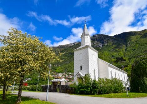 La iglesia de Odda en Noruega posee años de antigüedad.