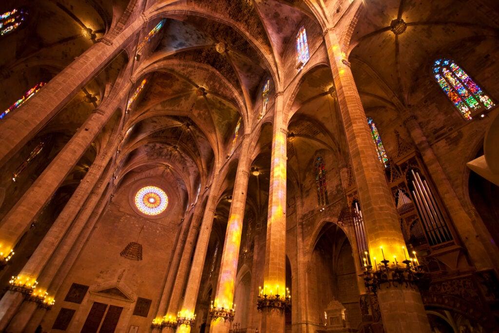 La nave de la Catedral de Mallorca es una de las más altas de Europa.