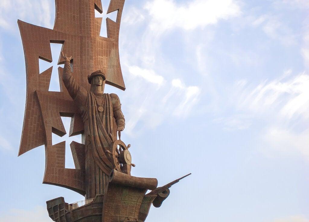 Aunque muy criticada, el Nacimiento del Nuevo Mundo es una de las estatuas más grandes del mundo.