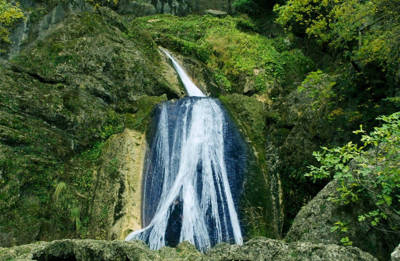 El nacimiento del río Mundo forma una de las mejores cascadas de España.
