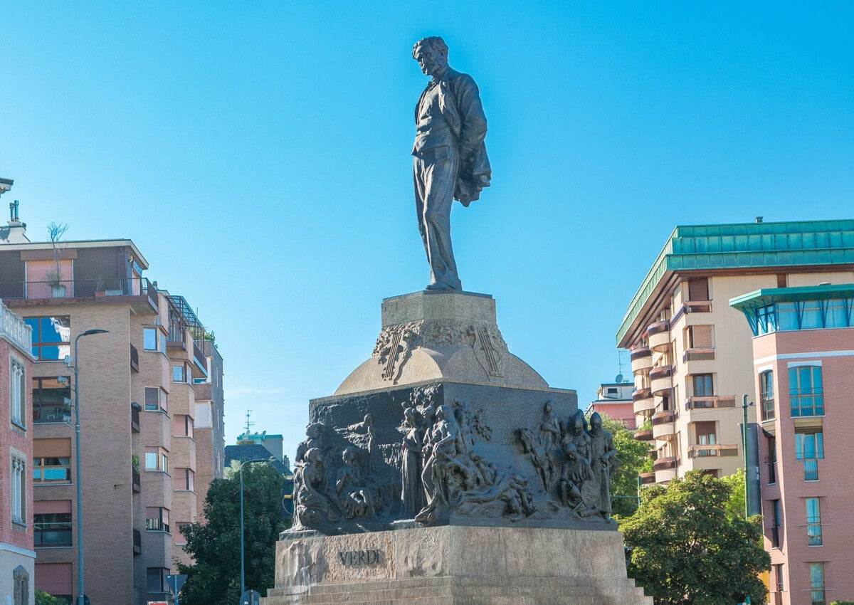 Estatua de Giuseppe Verdi en la ciudad de Milán.