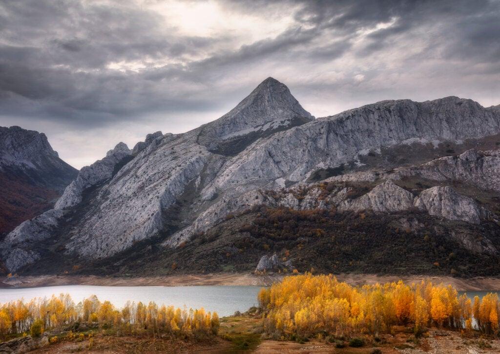 Las montañas de Riaño ofrecen un paisaje increíble en el otoño.
