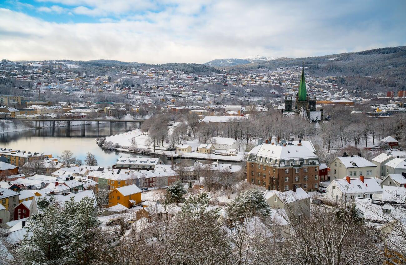 Trondheim es una ciudad que ofrece unos hermosos paisajes en Noruega.