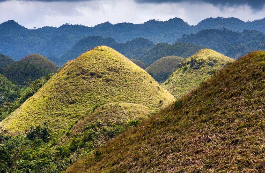 ¿Cómo se formaron las colinas de chocolate de Filipinas?