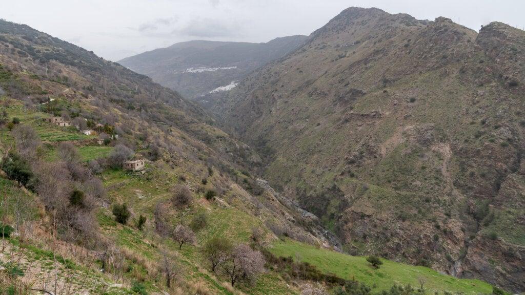 Las Alpujarras son un terreno de barrancos ideales para el barranquismo.