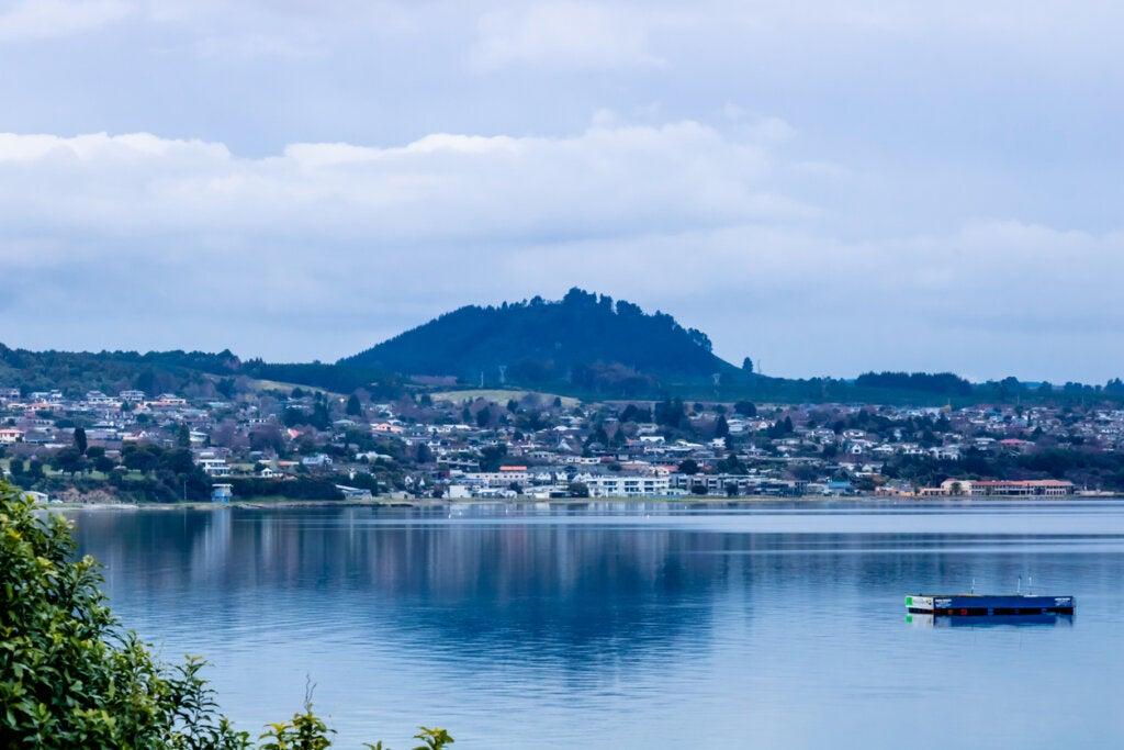 El Lago Taupo constituye uno de los paisajes más impresionantes de Nueva Zelanda.