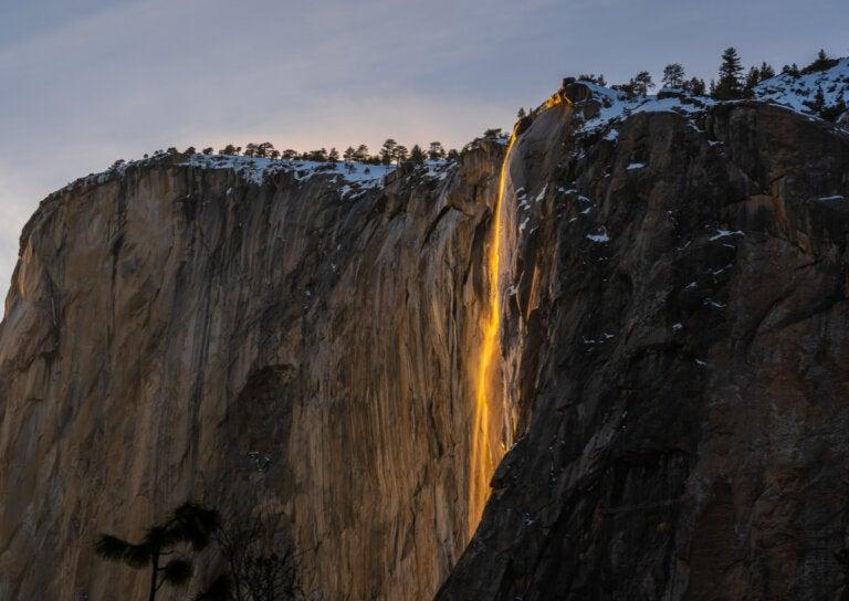 La cascada de fuego: un extraño fenómeno