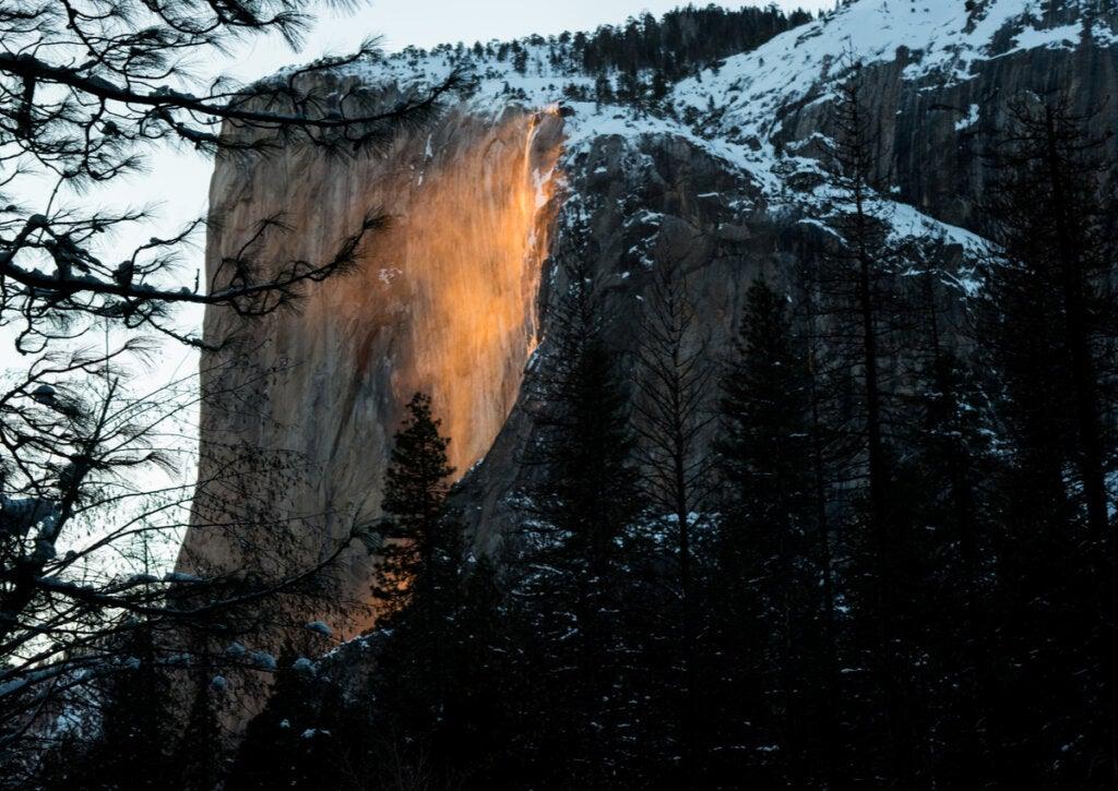 Cascada de fuego en el Parque Nacional Yosemite.