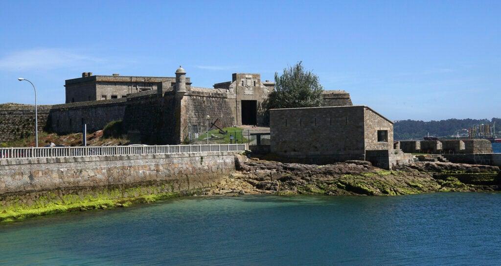 El de San Antón es uno de los castillos de Galicia más destacados.
