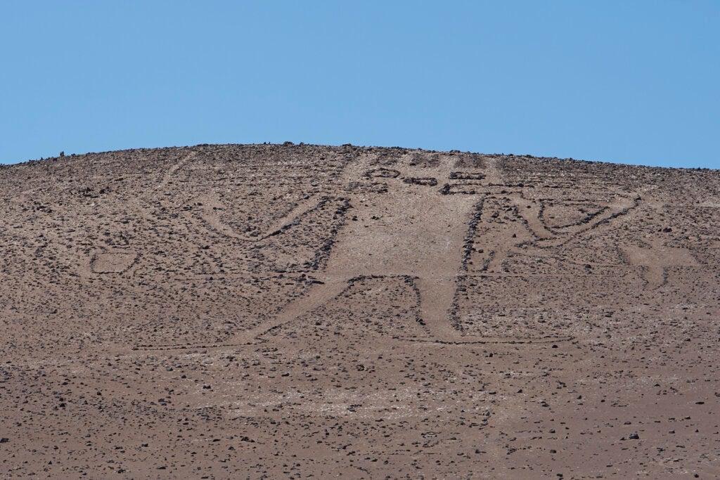 El gigante de Atacama es una figura que se ubica en el desierto con el mismo nombre.