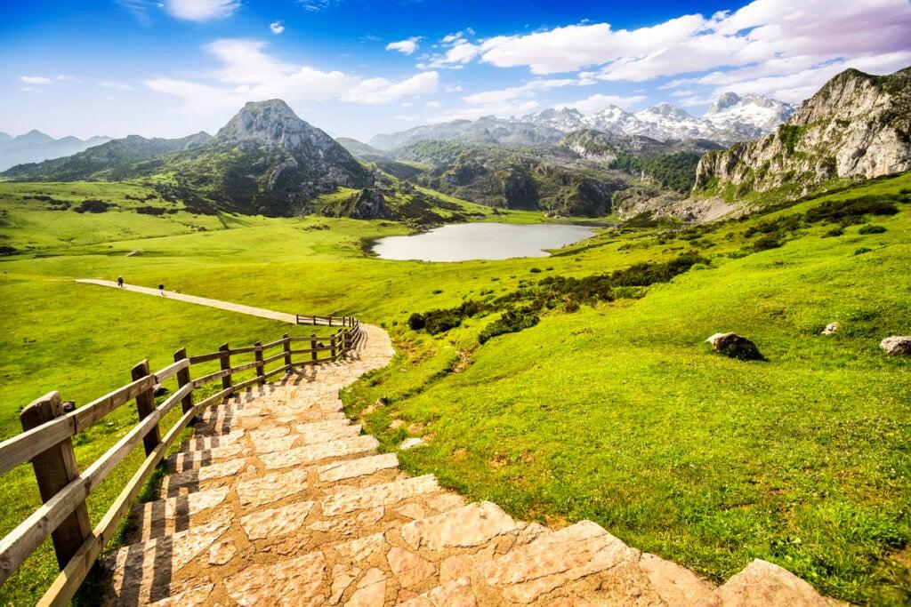Los Picos de Europa en Asturias son ideales para el barranquismo en España.