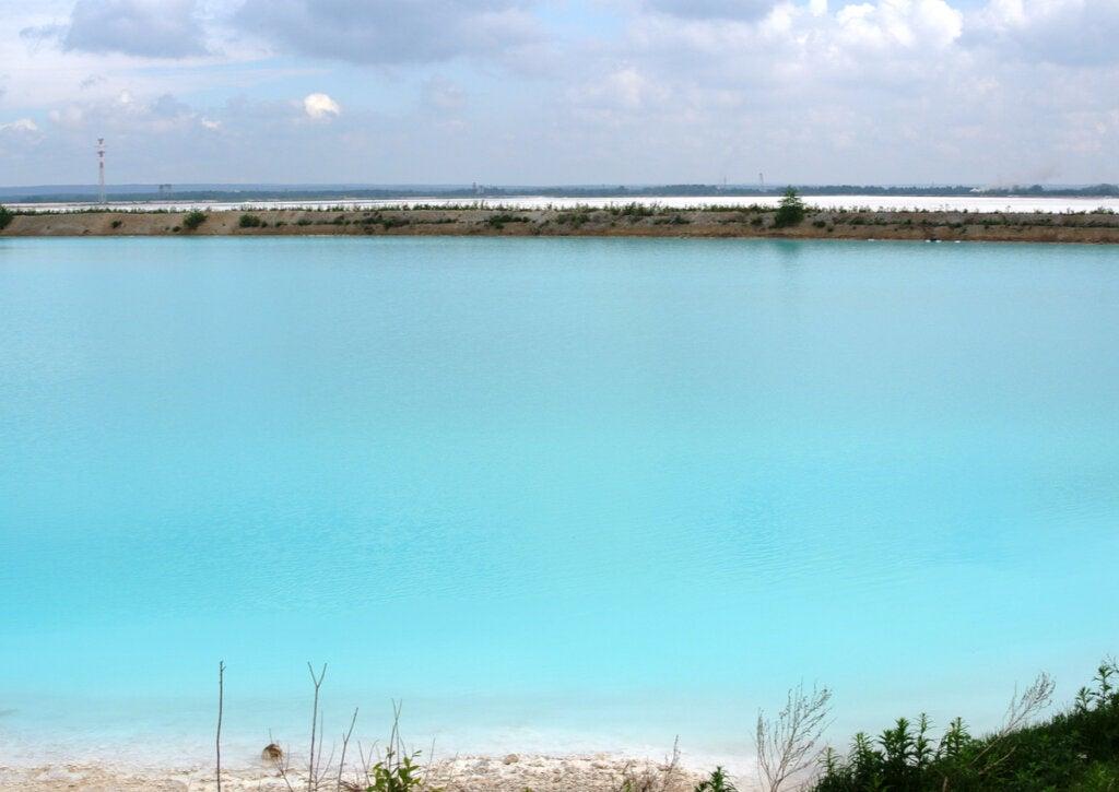 El agua turquesa de las Maldivas siberianas es lo que atrae a muchos turistas.
