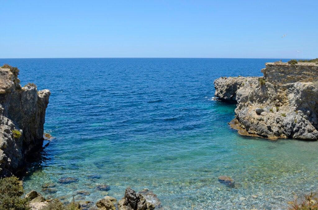 La isla de Tabarca enamora con sus aguas cristalinas.