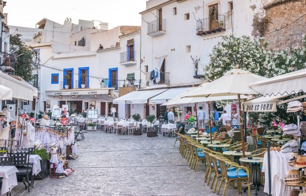 Dalt Vila es un lugar hermoso para conocer en Ibiza.