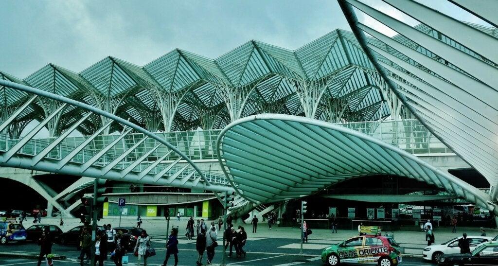La Estación de Oriente es uno de los edificios distintivos de Lisboa.