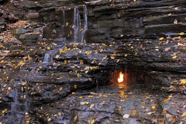Cascada de la llama eterna, un lugar único en Nueva York