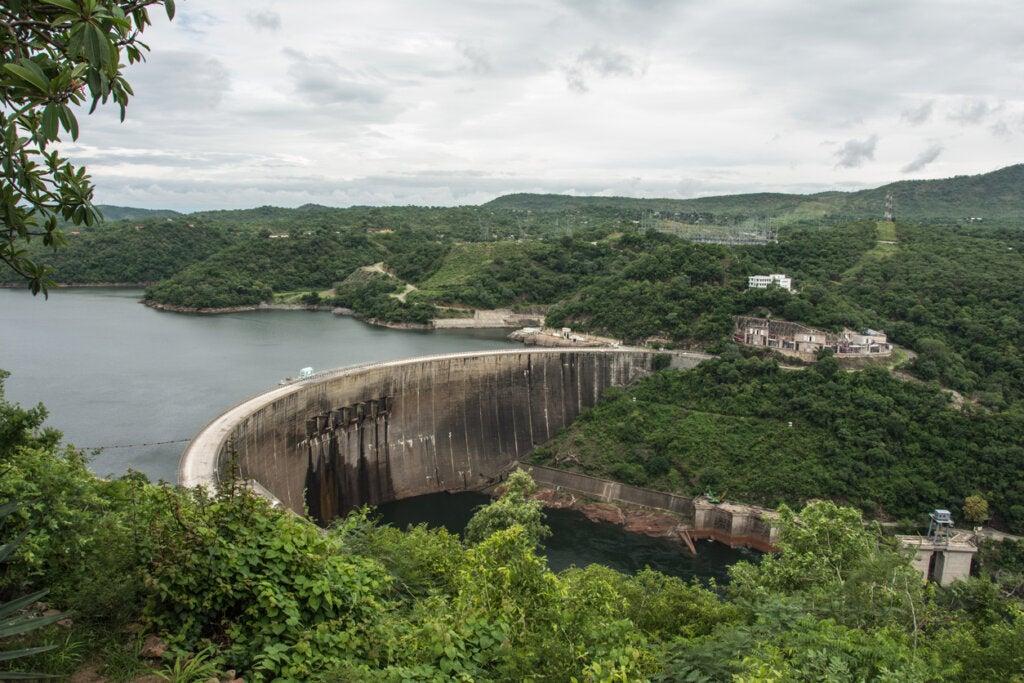 La de Kariba es una de las presas más grandes del mundo teniendo en cuenta el almacenamiento de agua.