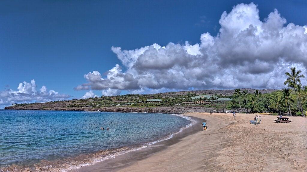 La playa Hulopoe es una de las más bellas de Hawái.