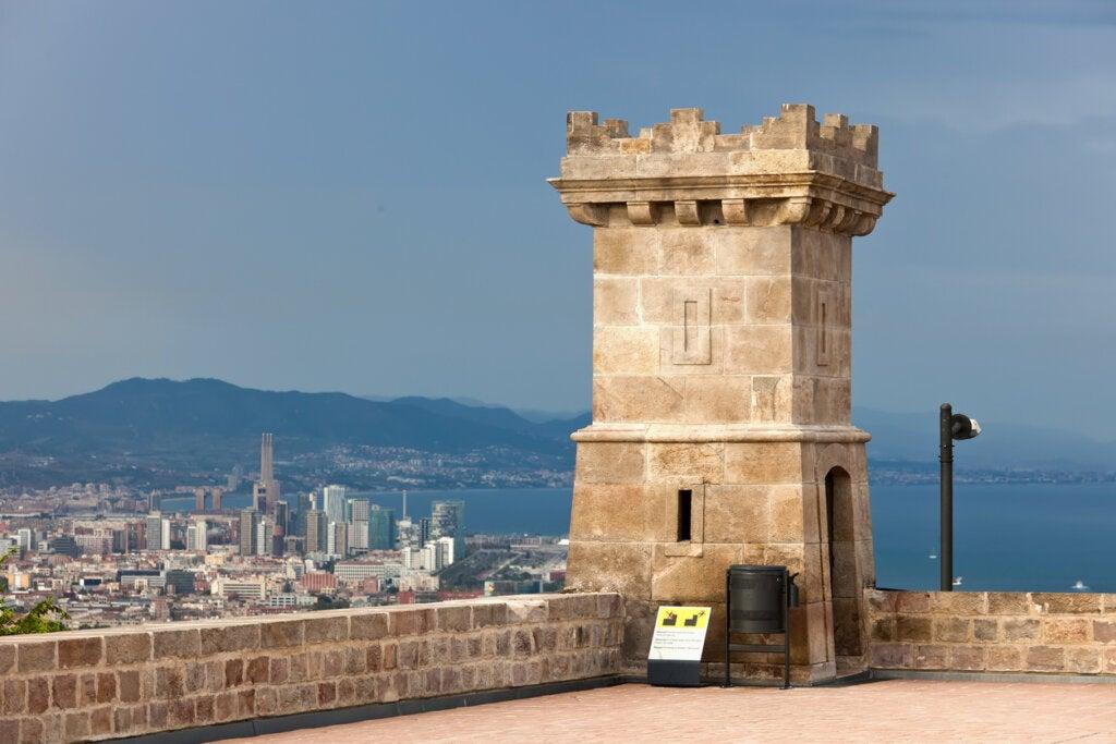 El Castillo de Montjuic es uno de los mejores miradores de Barcelona.