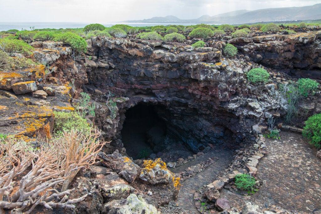 Ingreso a una cueva subterránea.